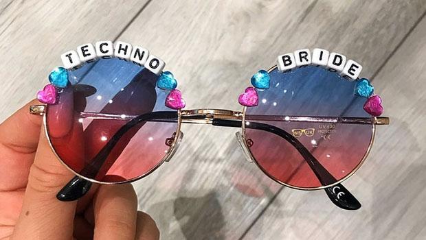 Hen do sun glasses