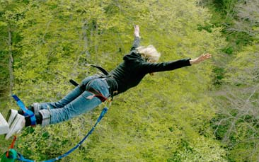 bungee jumping hen party activity