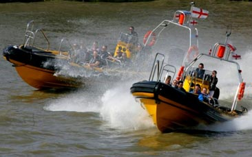 james bond thames experience